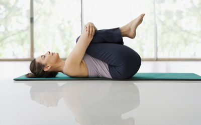 knee to chest stretches
